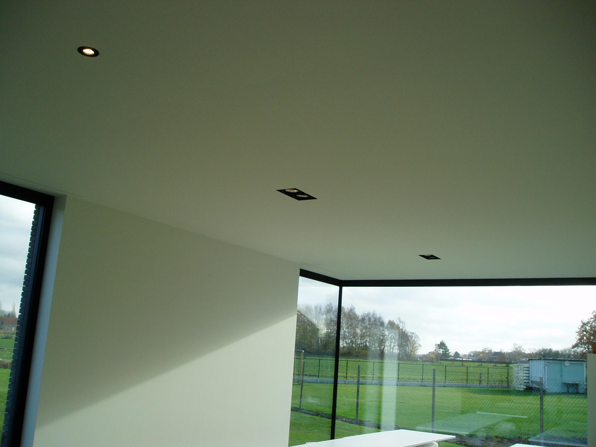 Plafond met verlichting ingewerkt